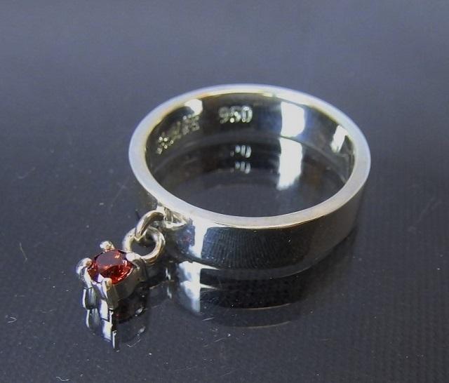 チャームリング 3mmジルコニア レッド