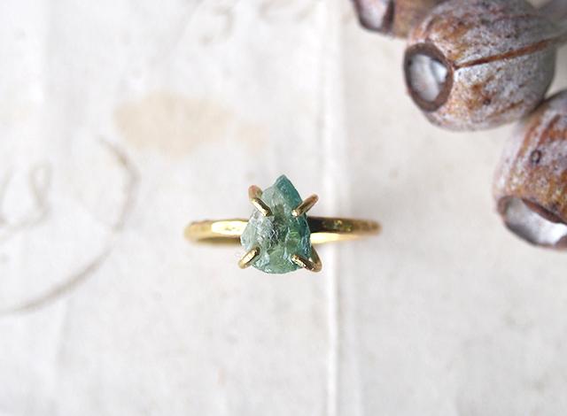 tomoru.greenblue様オーダー 原石のグリーントルマリンのリング