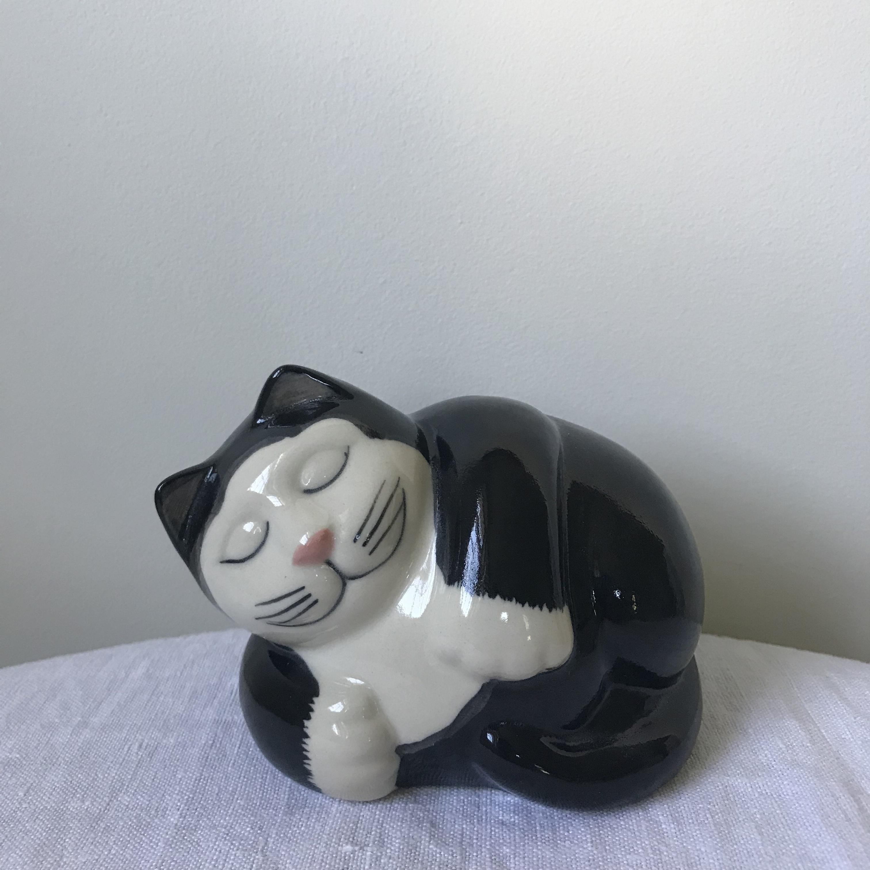 猫の置物4