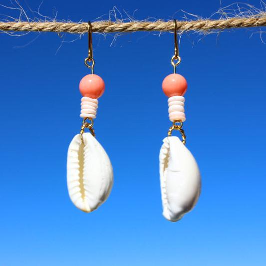 白い貝殻と珊瑚のピアス ps0045