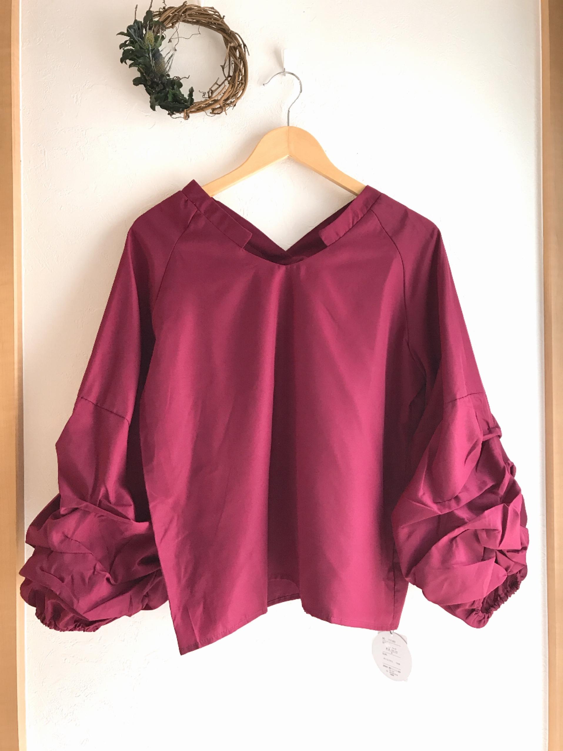 ボリューム袖のスキッパーシャツ ワイン