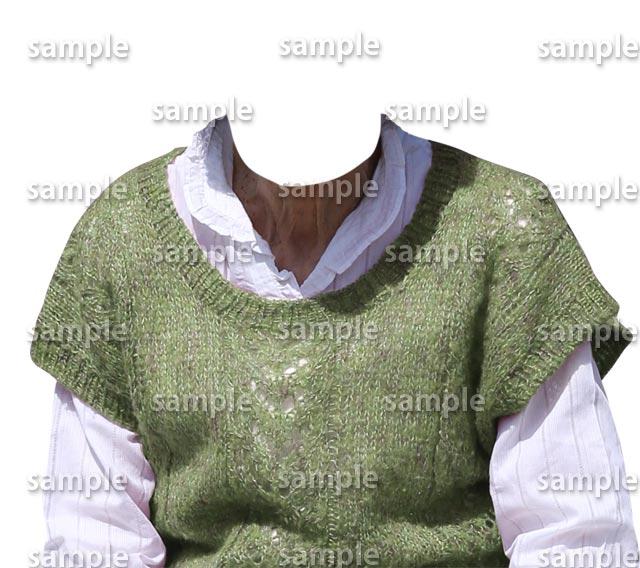 女性萌黄色セーター白シャツ正面