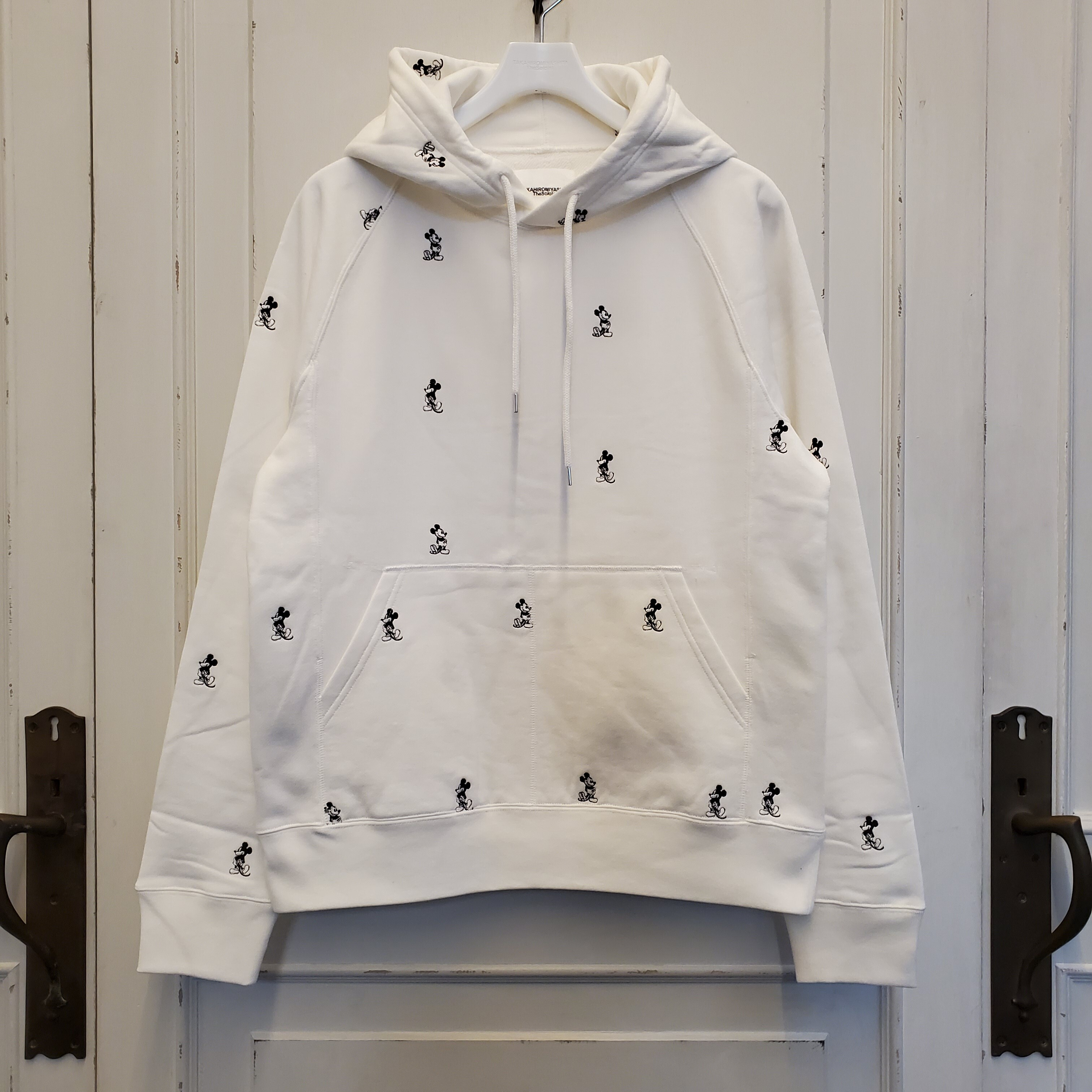 sc.0030bSS20 Mickey Mouse embroidered pullover hoodie.(monotone color Mickey Mouse)