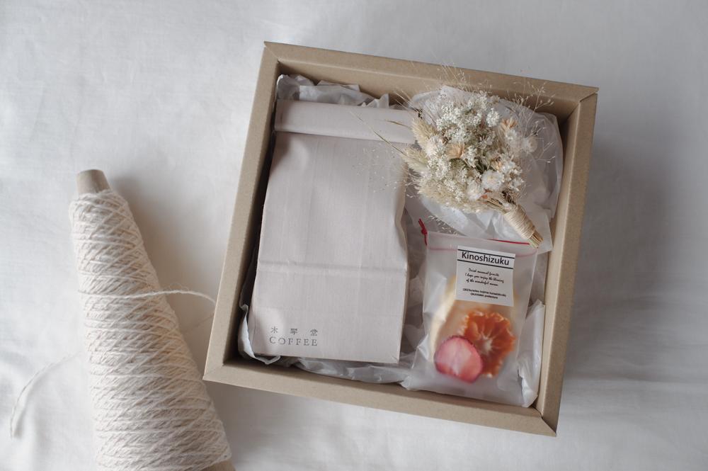 夏の贈り物 BOXセット 《 水出しアイスコーヒーパック・国産ドライフルーツ・小さな花束 》