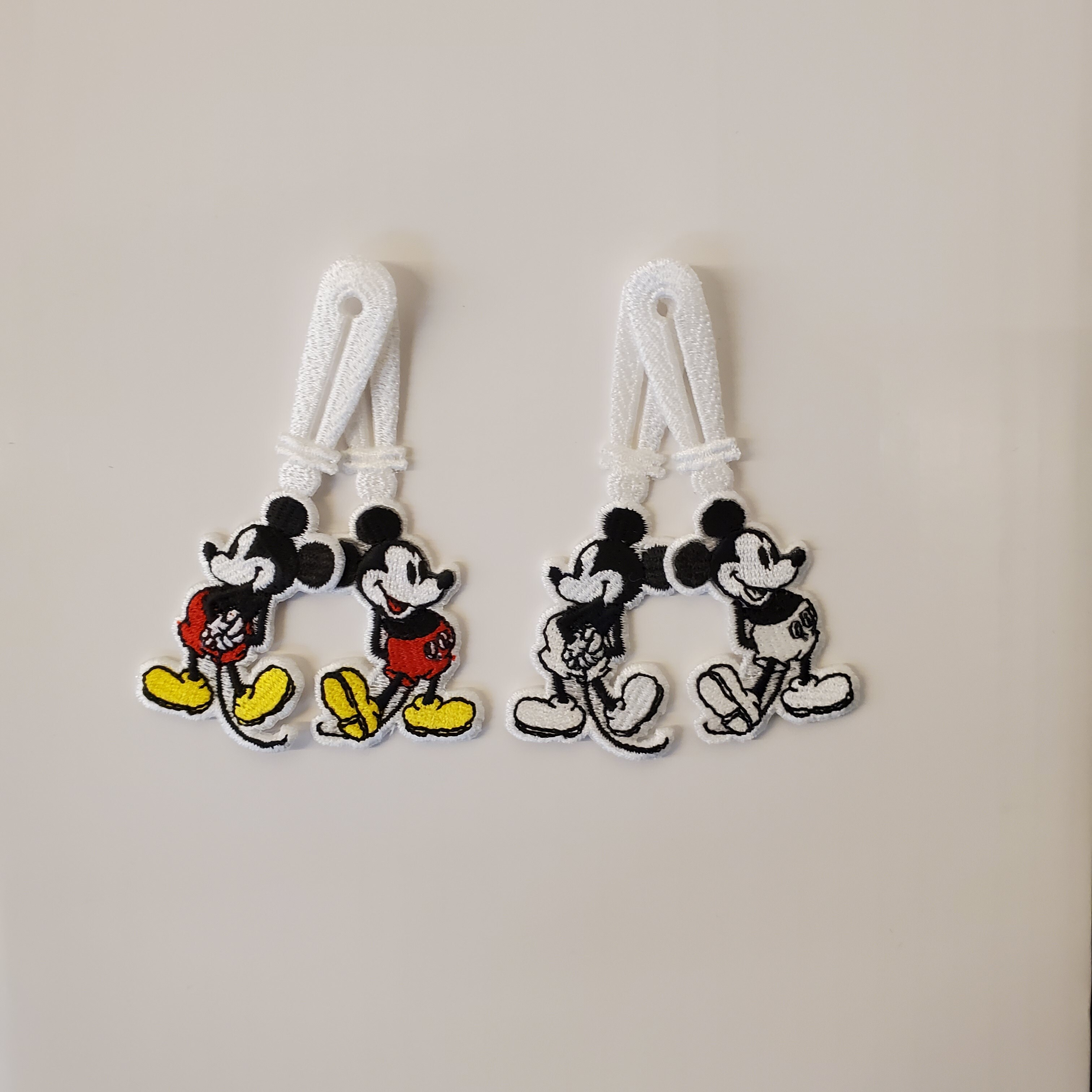 sa.0029dSS20 button ornament. (monotone color Mickey Mouse back style)
