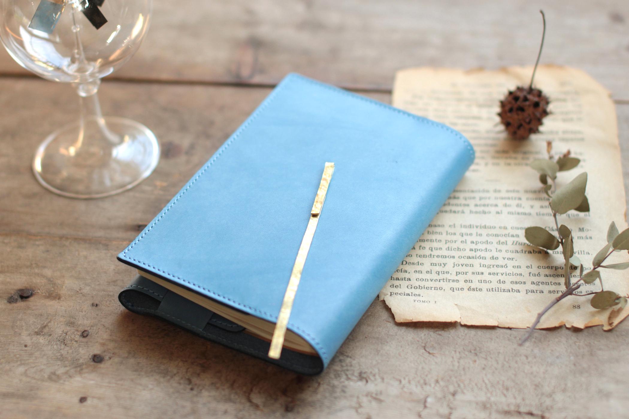藍染革[migaki・空色]  文庫本ブックカバー(真鍮しおり付)