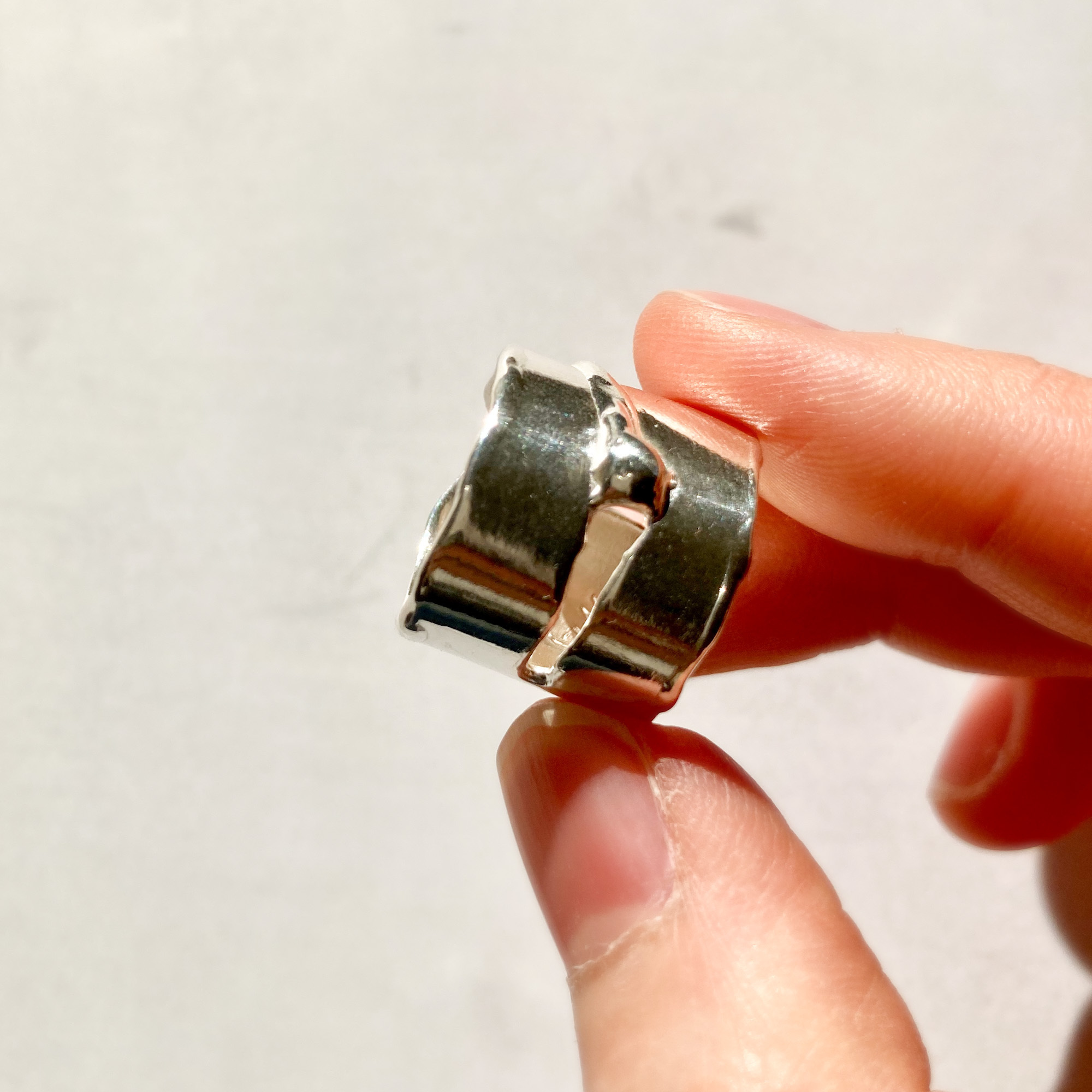One slit wide ring