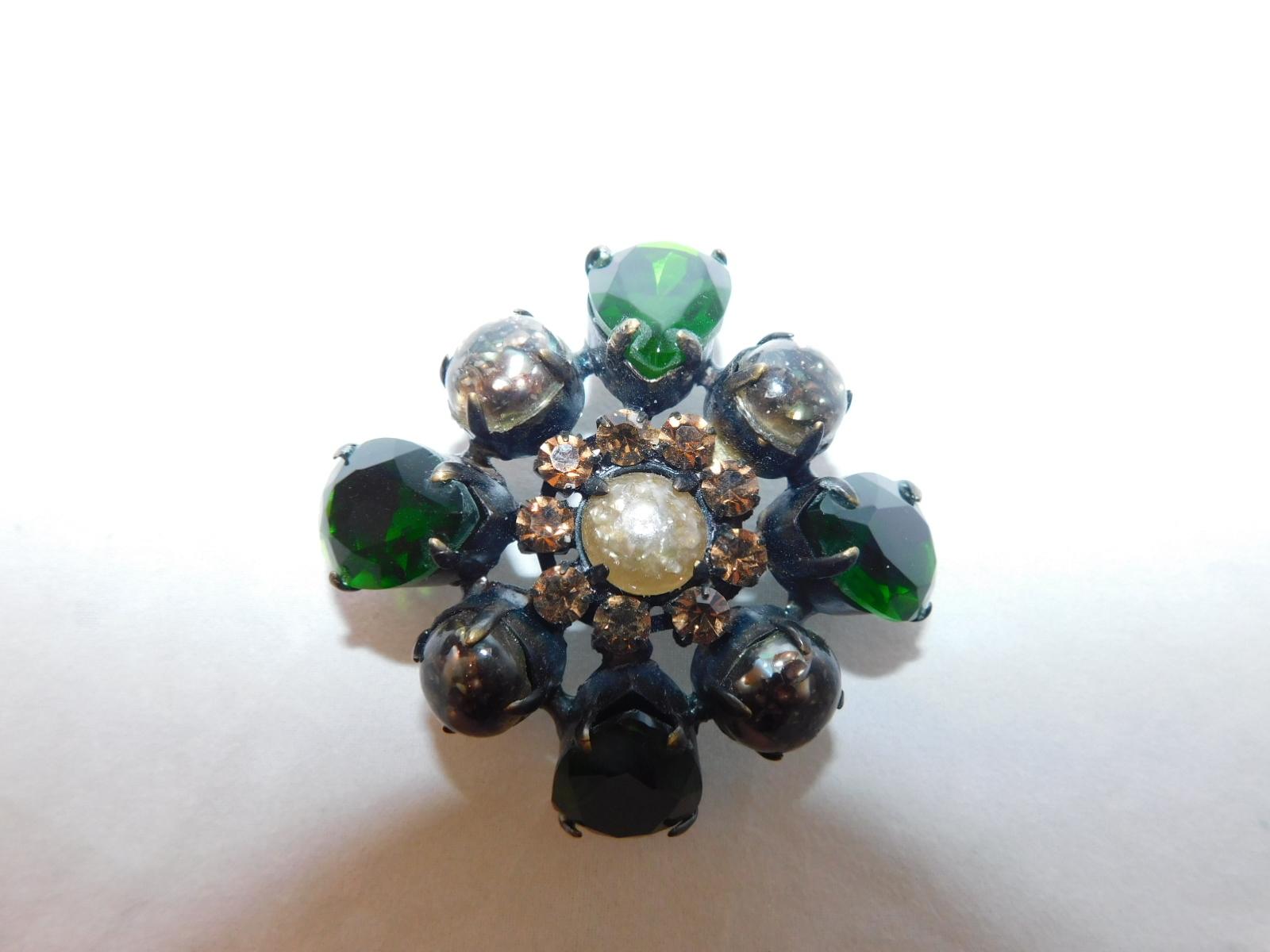 緑色のブローチ(ビンテージ )green color vintage brooch