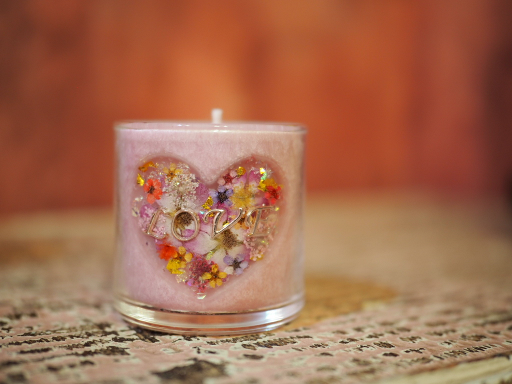 Heart ♡LOVE Charm Pressed Flowers Candle 1