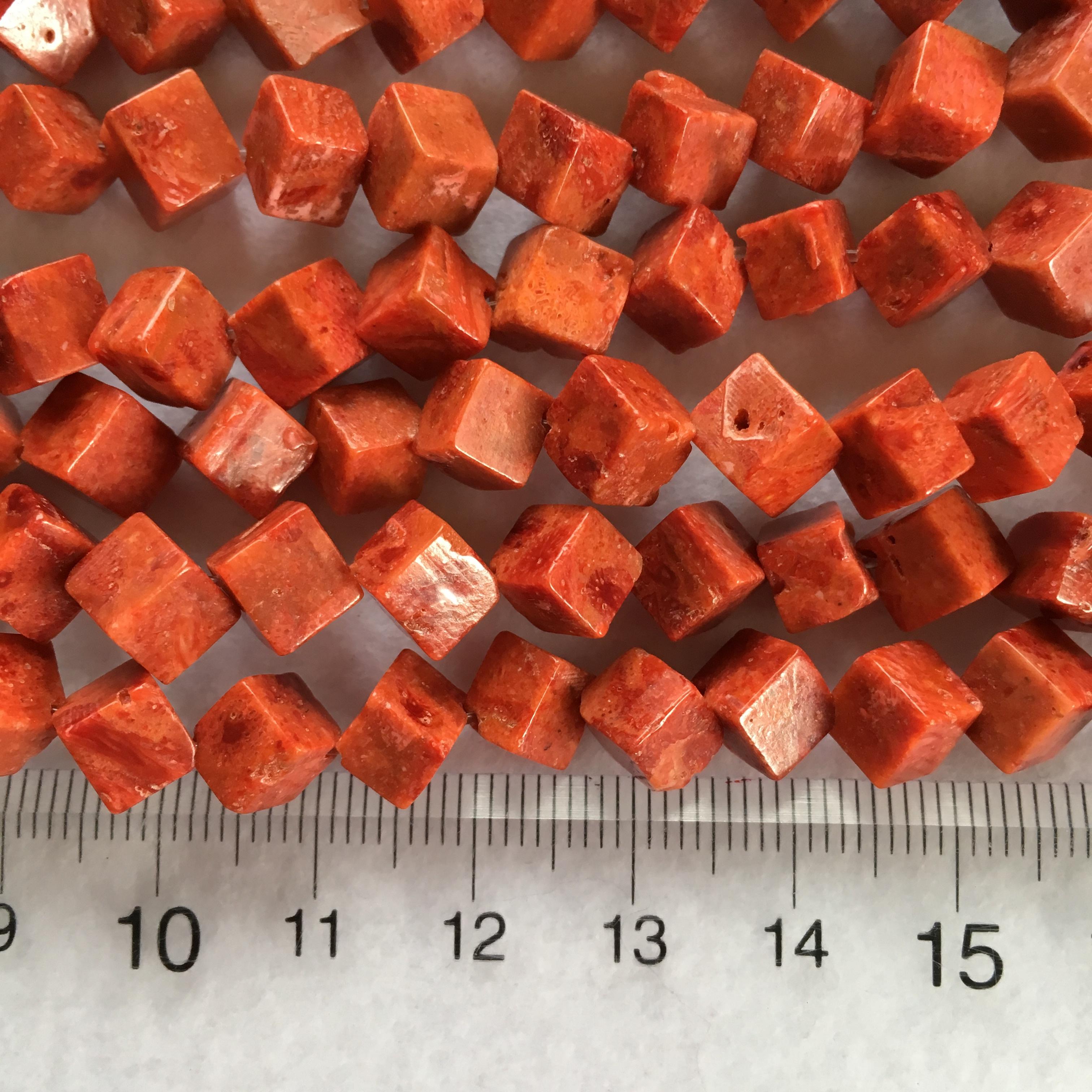 スポンジサンゴ キューブ型 約6mm 連材【190062】