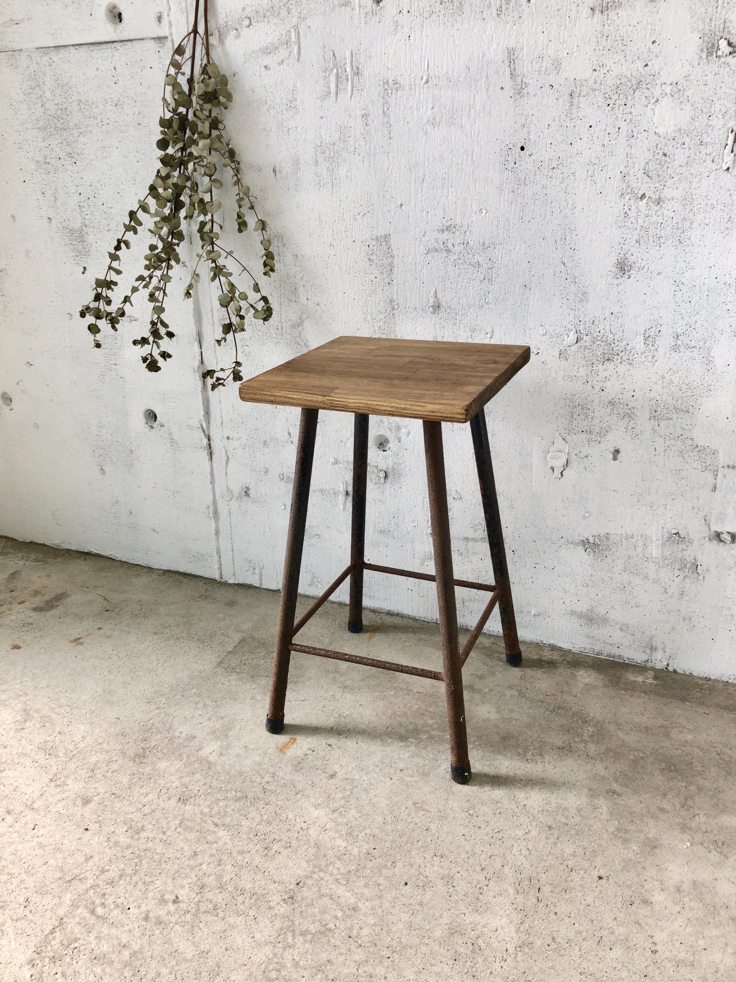 木味×サビ脚のスツール①[古家具]