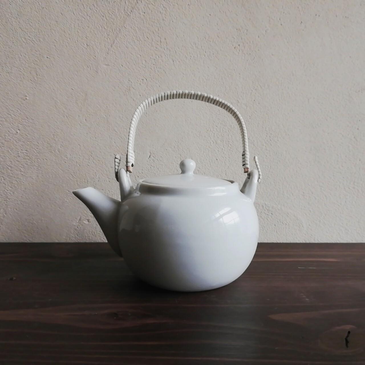 白磁の小さな土瓶【昭和初期頃】