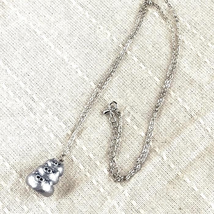 三段ぶたさんネックレス(シルバー)〔メタル風軽量ネックレス〕