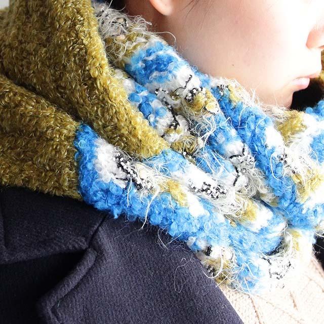 ビーズ糸やファンシーヤーンを編みこんだスヌード