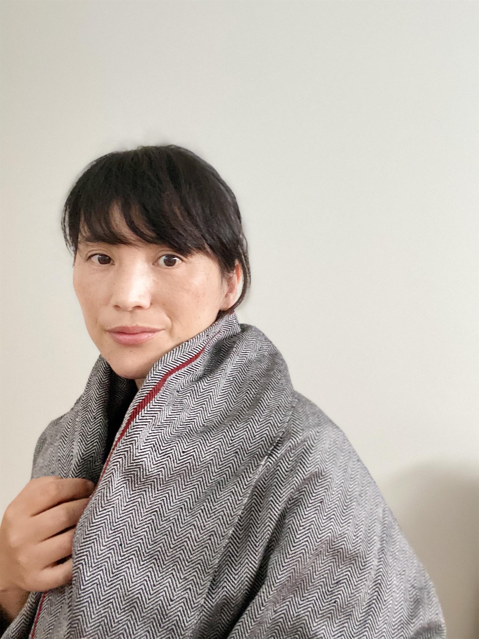 手織りシルクショール(Hand-woven Silk scarf RED LINE )