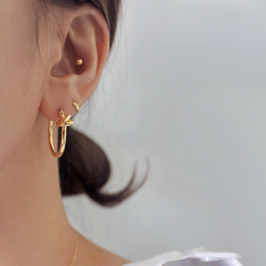 knot circle pierce gold