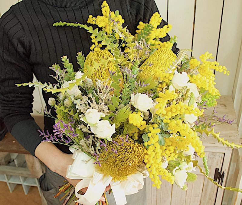 ミモザのクラッチブーケ(生花)(全国配送可)