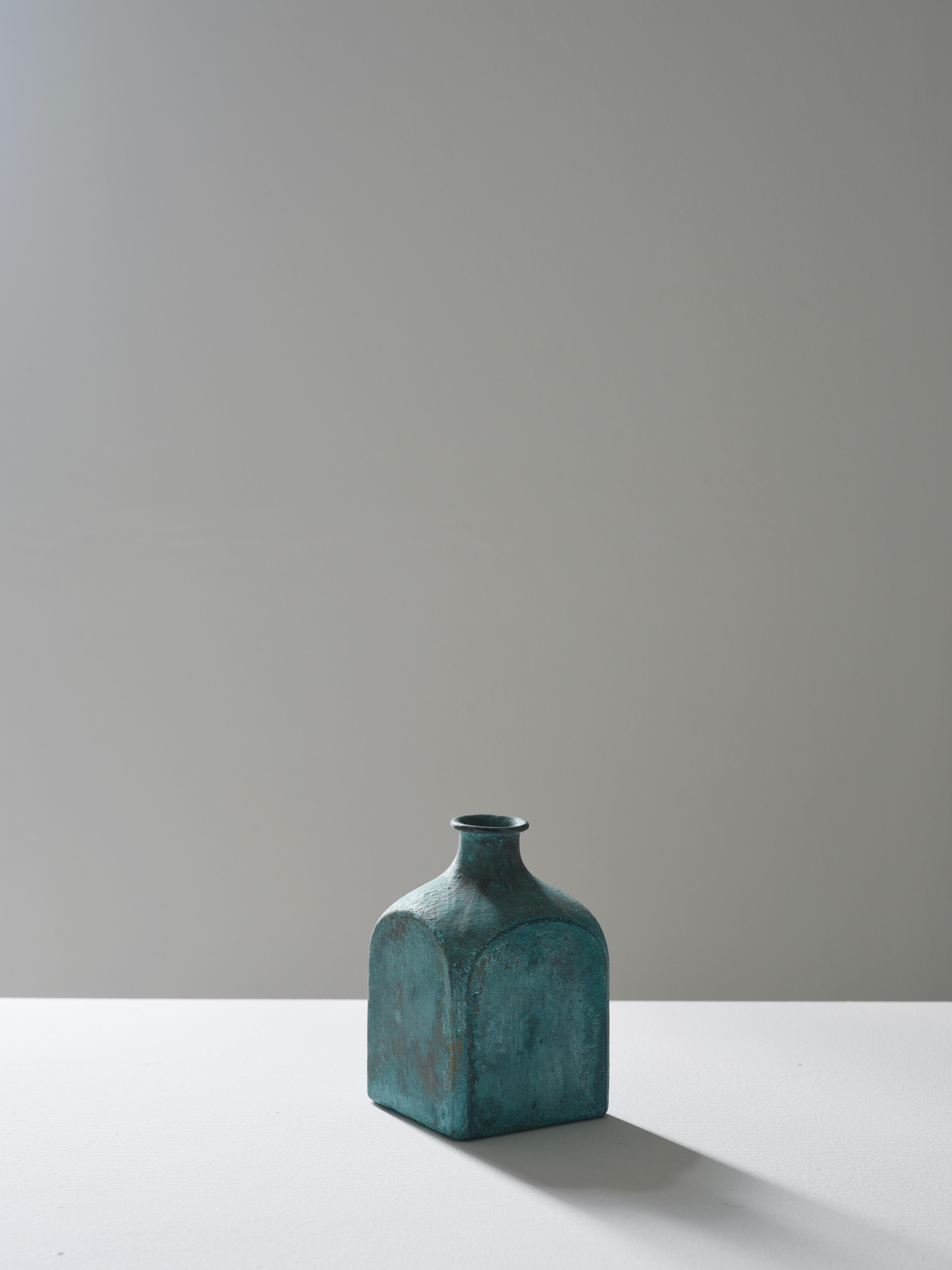瀬川辰馬|緑青彩面取り花器