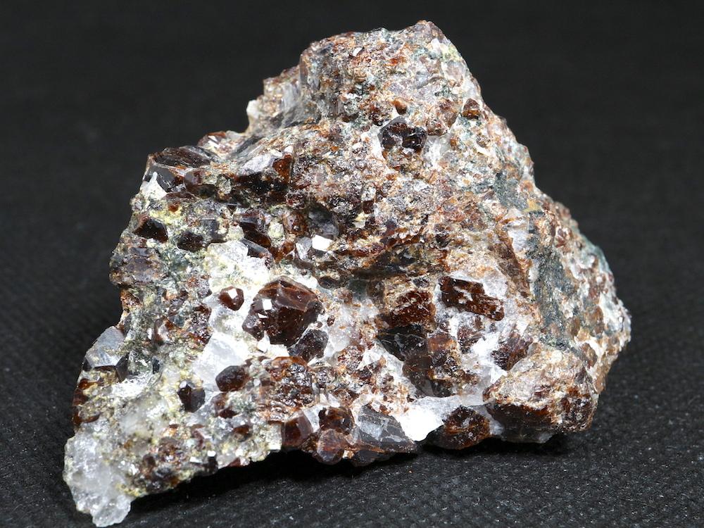 カリフォルニア産 グロッシュラーガーネット 115g GN052 原石 鉱物 天然石 パワーストーン