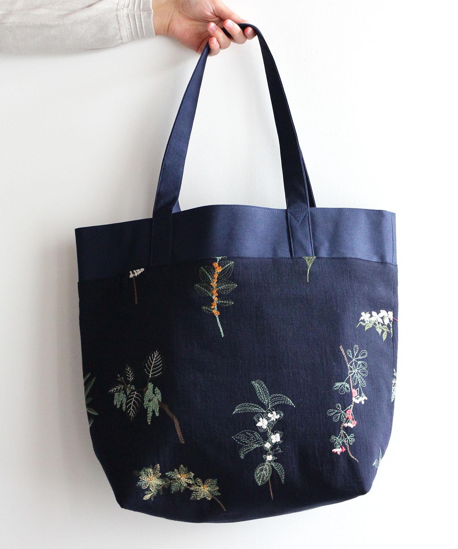 果実花刺繍のトートバック ネイビー