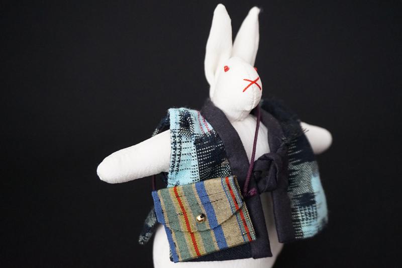 着物、和服の古布人形「ちゃんちゃんこを着たうさぎ」白 - 画像1