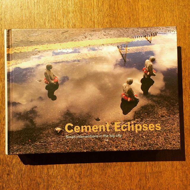 作品集「Cement Eclipses: Small Interventions in the Big City/Isaac Cordal」 - 画像1