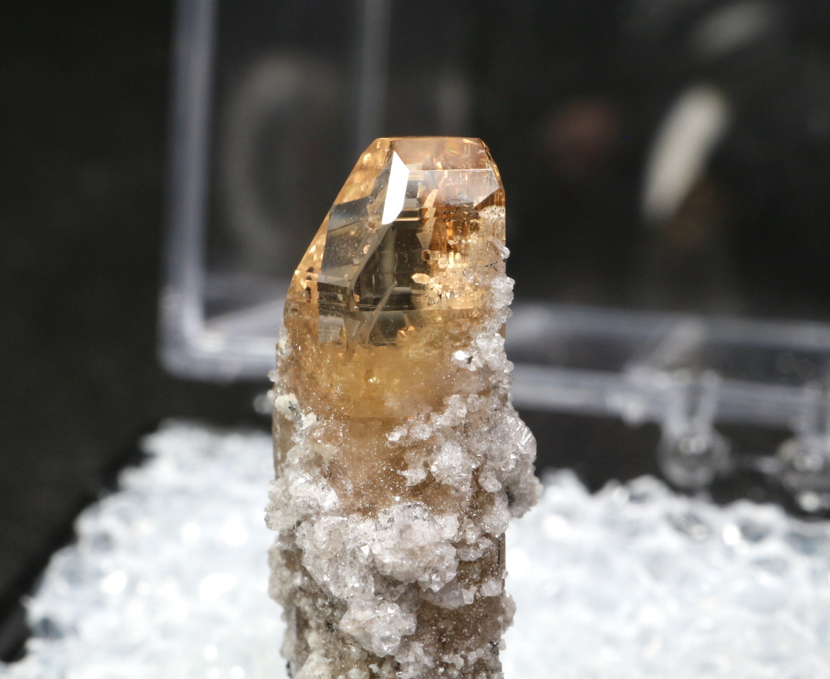 自主採掘!ユタ州産 トパーズ ケース入り 原石 標本 TZ049 鉱物 パワーストーン 天然石