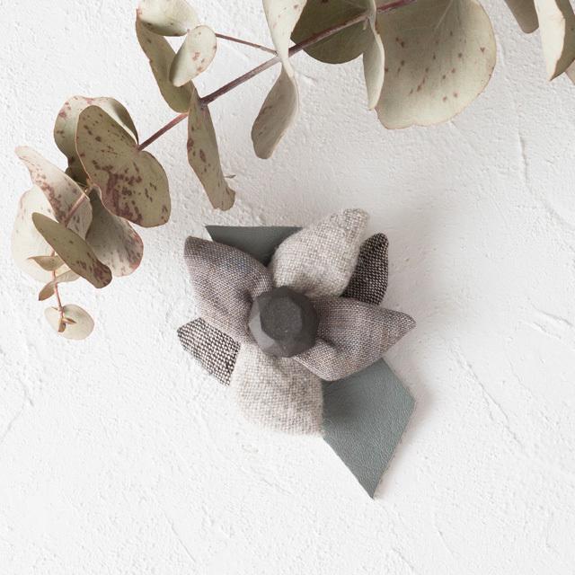 麻のブローチ 〈 Jewel 〉Gray