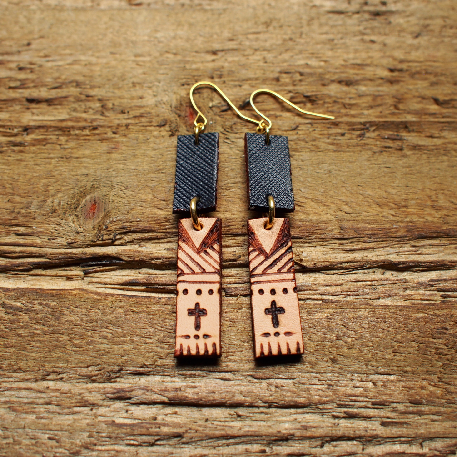 Burning Leather Art Pierce -Cross- / Navy Black