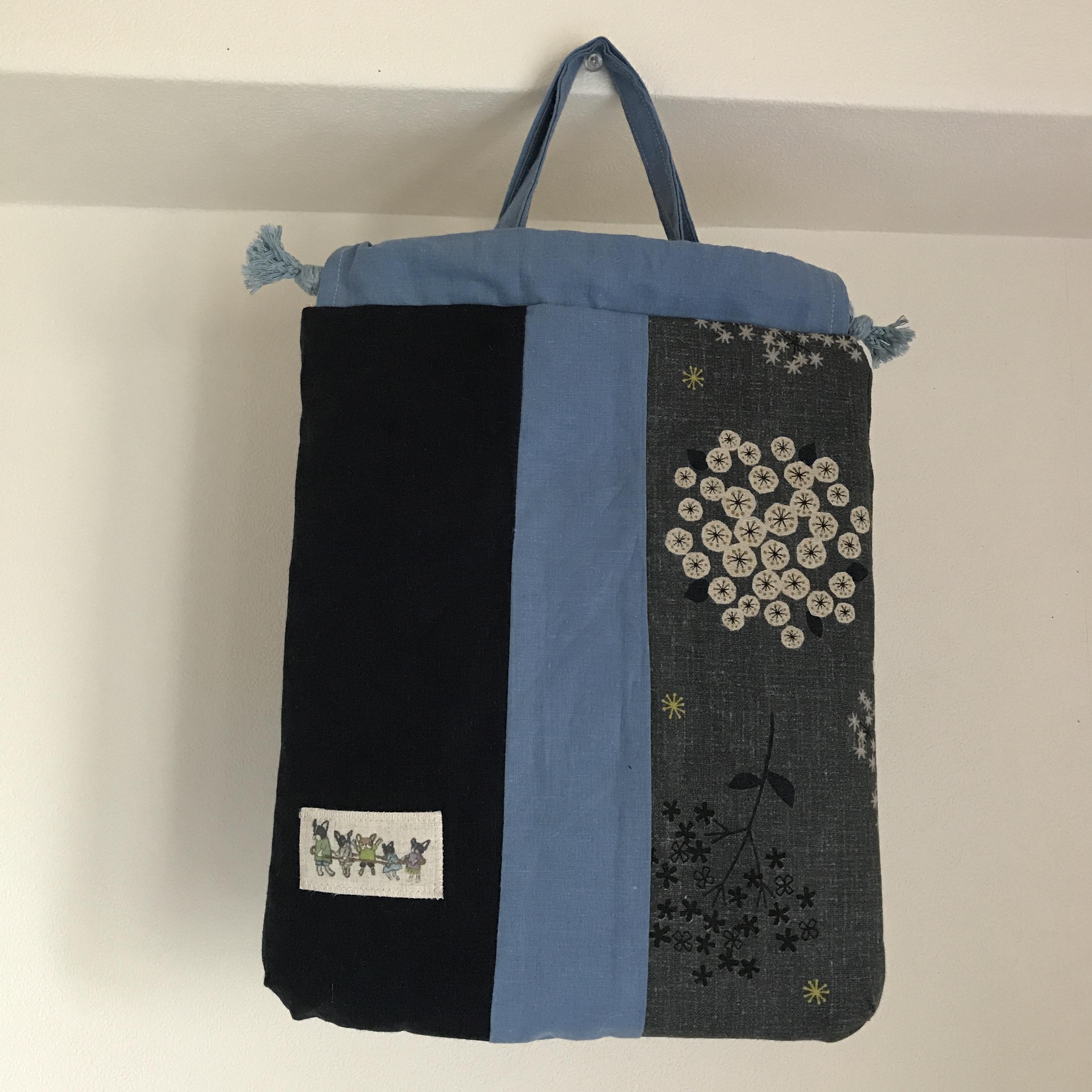 ハーフリネンの巾着風トート(電車ごっこ)紺色