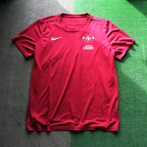 SINE METU FOOTBALL TEAM トレーニングシャツ / ベンガラ   SINE METU - シネメトゥ