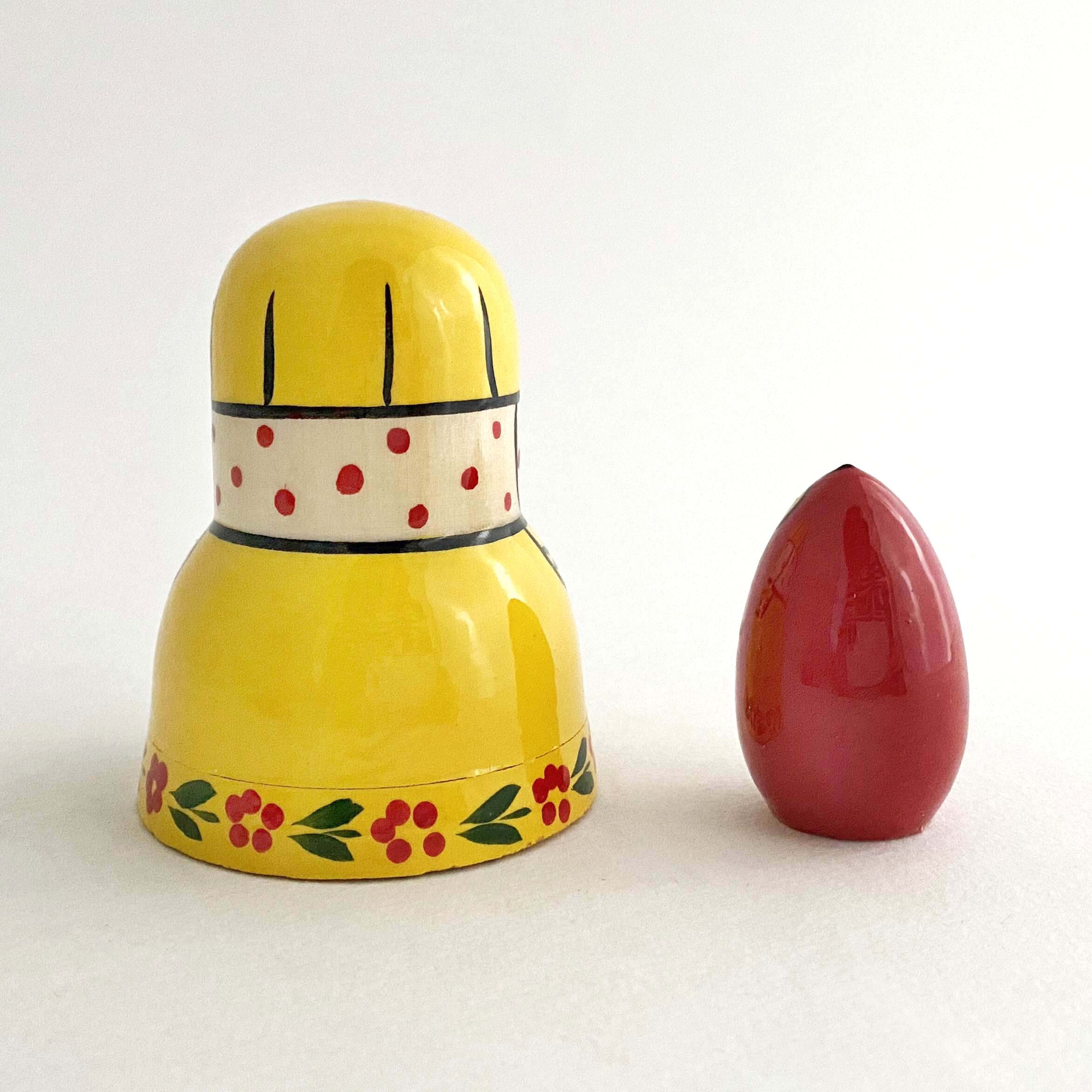 黄色のオトメリョーシカ(2個組)