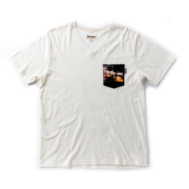 MAGIC NUMBER  フォトポケット Vネック Tシャツ ホワイト