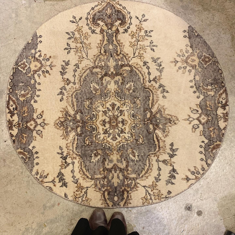 vintage KILIM circle rug / オールドキリムラグ(円形)
