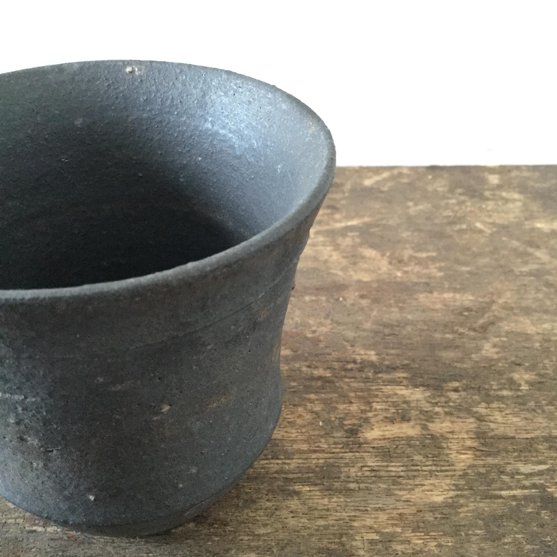 【恵山・小林耶摩人】  カップ  黒釉 φ8.7cm×h9cm  - 画像3