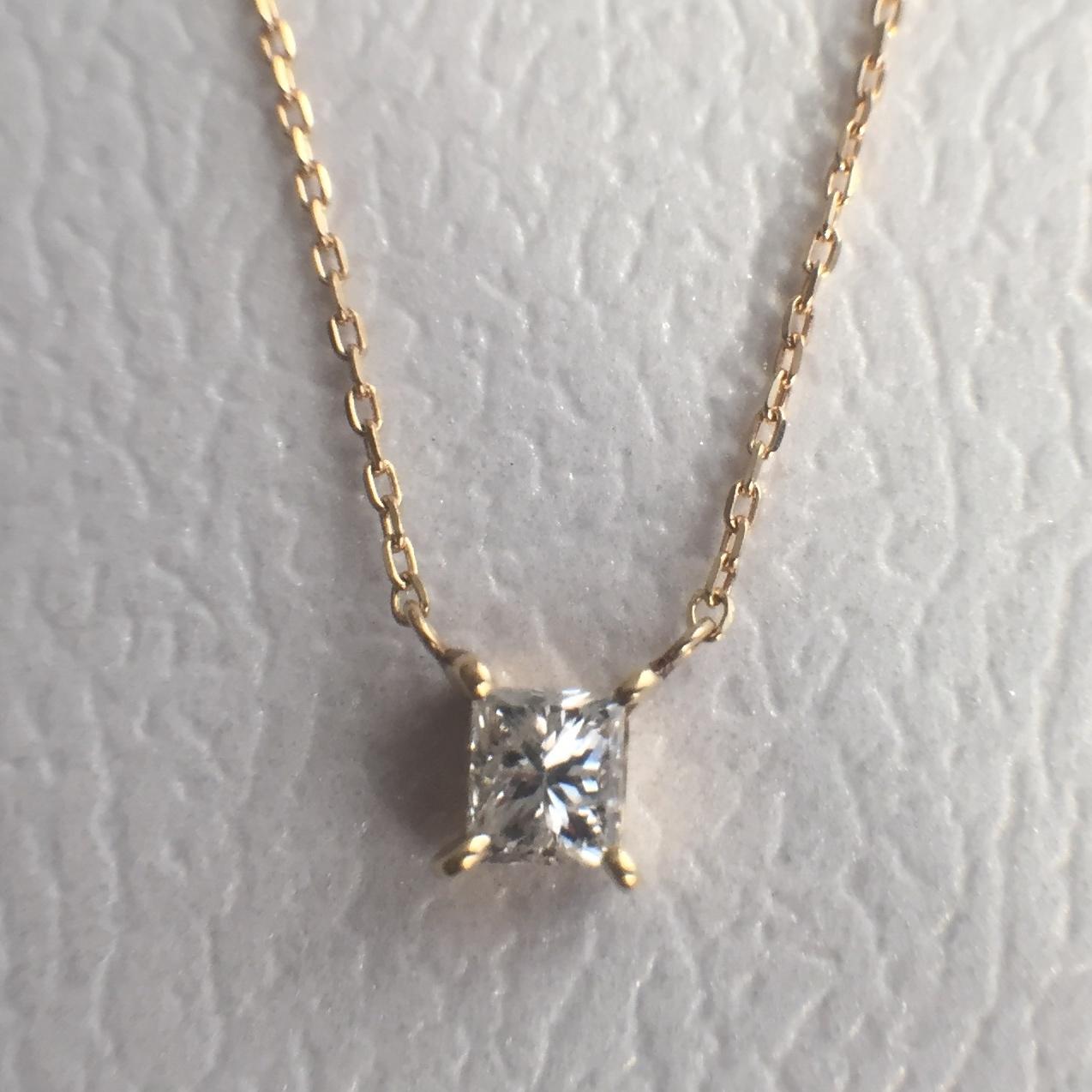 プリンセスカット ダイヤモンド ペンダント 0.170ct K18イエローゴールド  チェカ