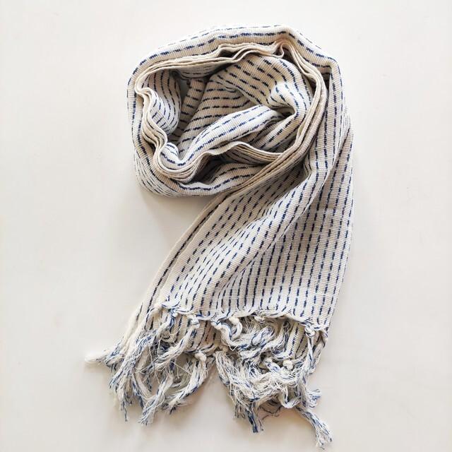 久留米絣を纏う 久留米絣を使ったストール、ネクタイ、マスク、下駄ミュールお取り扱いしております。