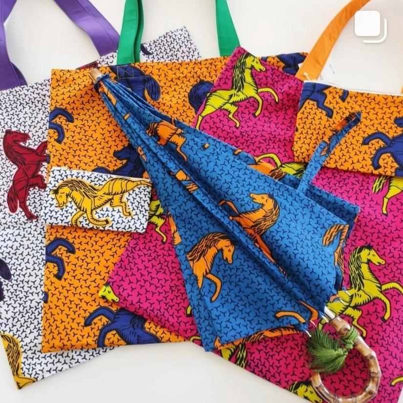 今月のおすすめアイテム アフリカンファブリック馬柄アイテム オーダー日傘、エコバッグ、iPadポーチ、お財布袋、マチ付きポーチ、クラッチバッグ好評販売中です。