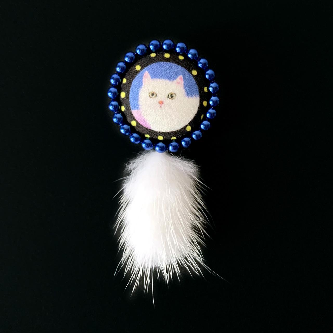 白猫/ブルーパール&ホワイトファー ブローチ