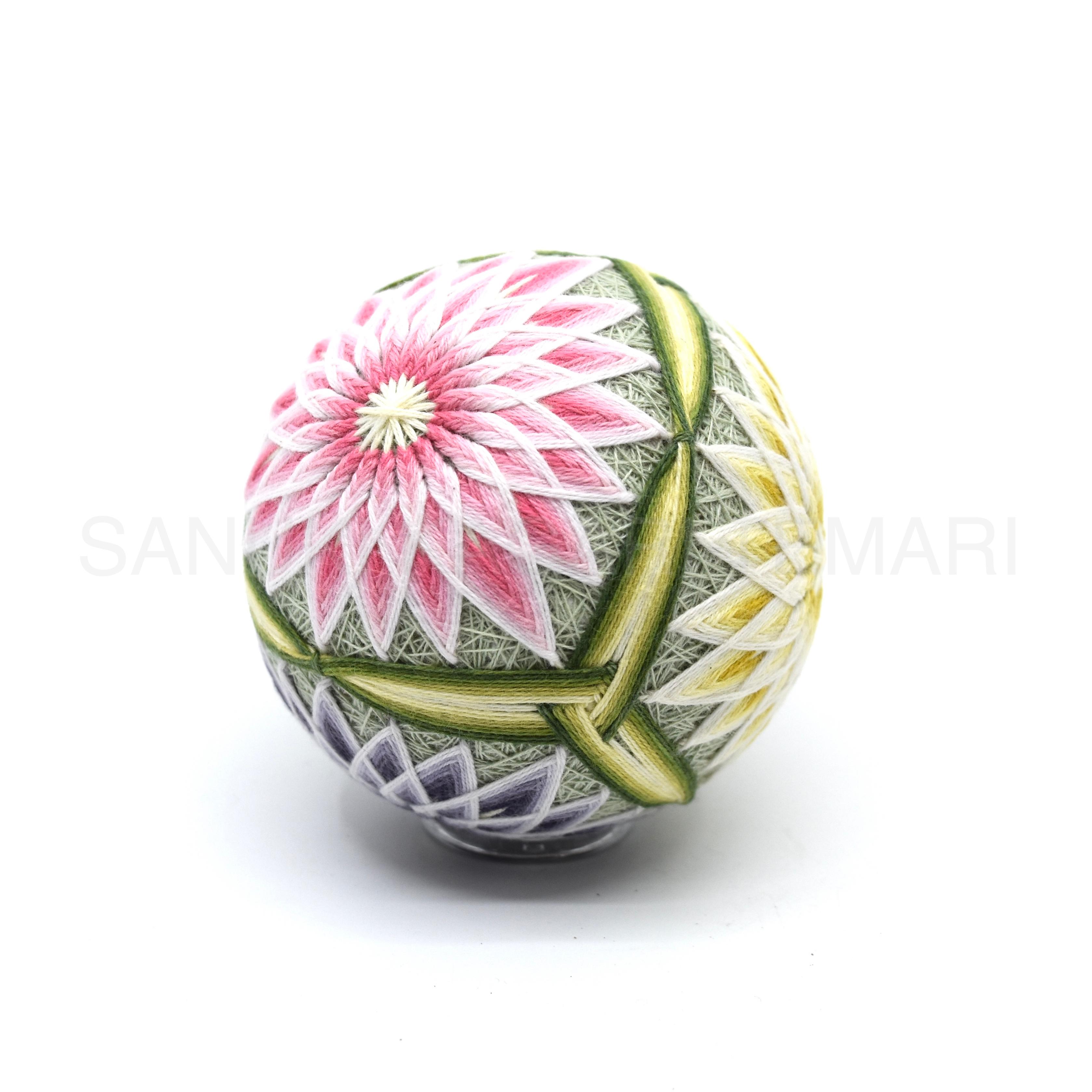讃岐かがり手まり「三角ぼたん菊」