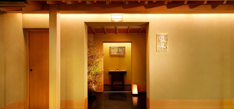 ホテルニューオータニ「紀尾井町 藍泉」玄関