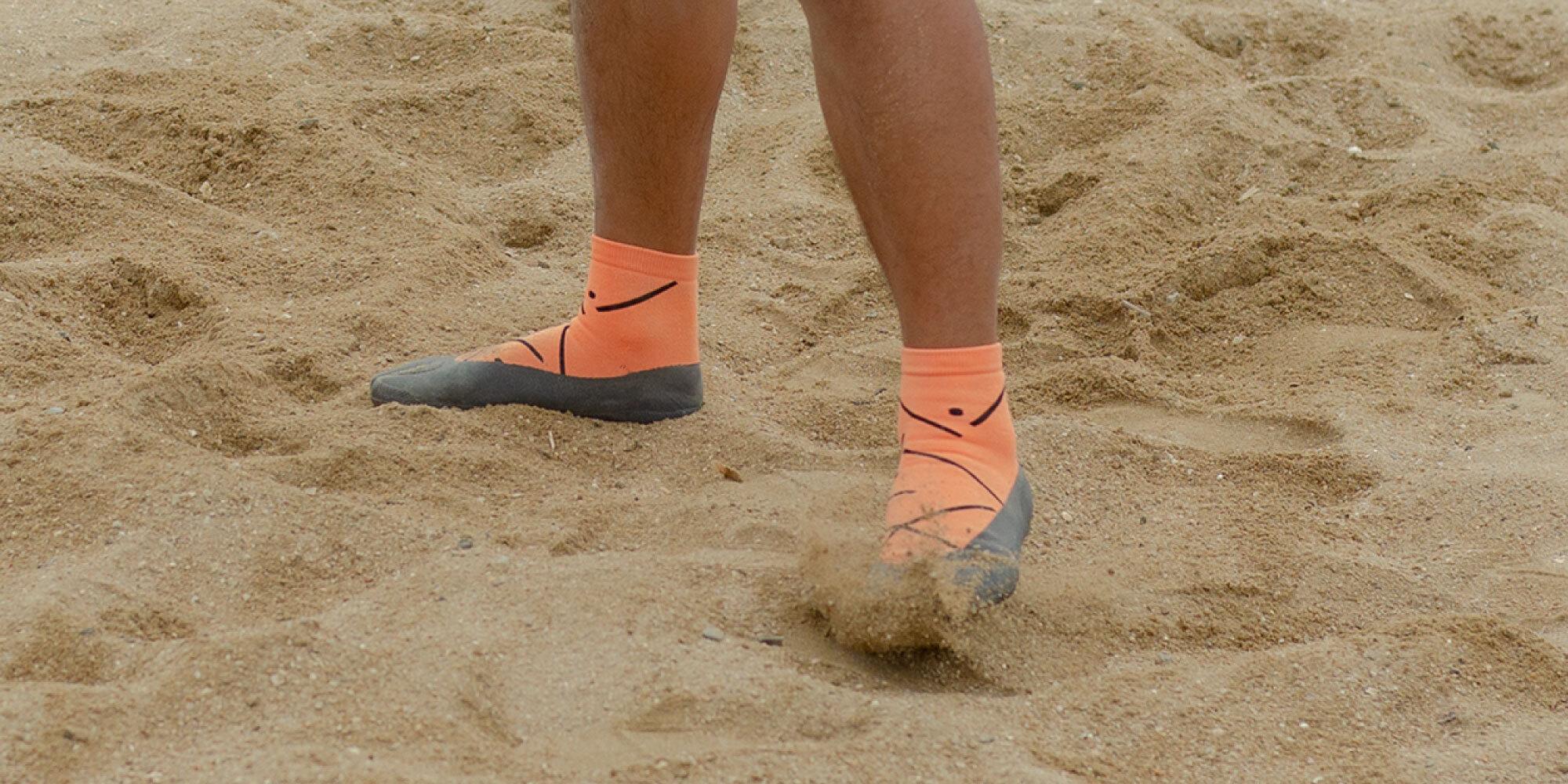 シューズでもなく、ソックスでもない、砂浜で快適に動ける一体型アクティブシューズ