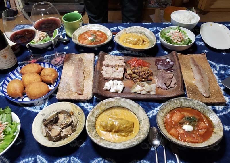 お客様からご自宅で盛り付けたお写真 ボルシチ ロールキャベツ ロシア前菜盛り合わせ セリョトカ
