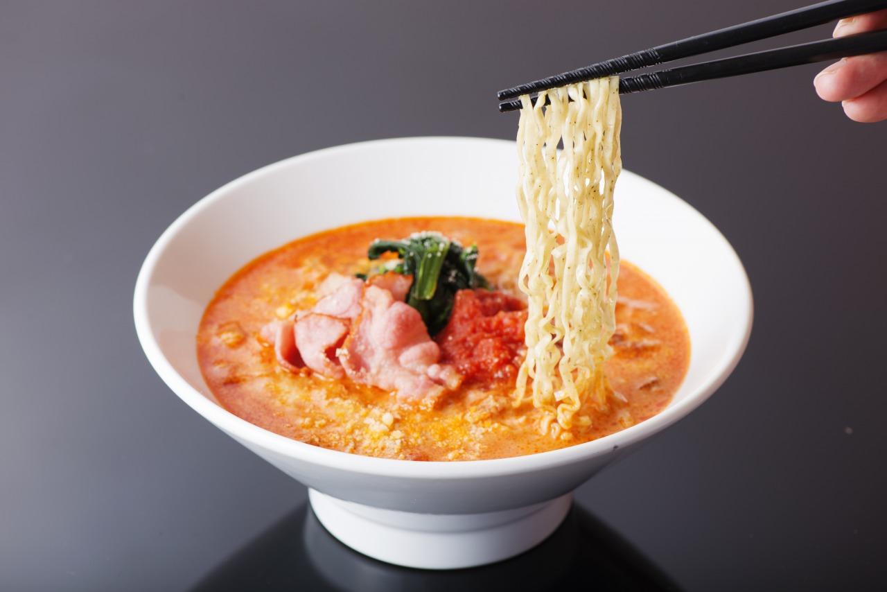 宮崎で大人気トマトラーメンがおうちで楽しめる商品が出来ました!!