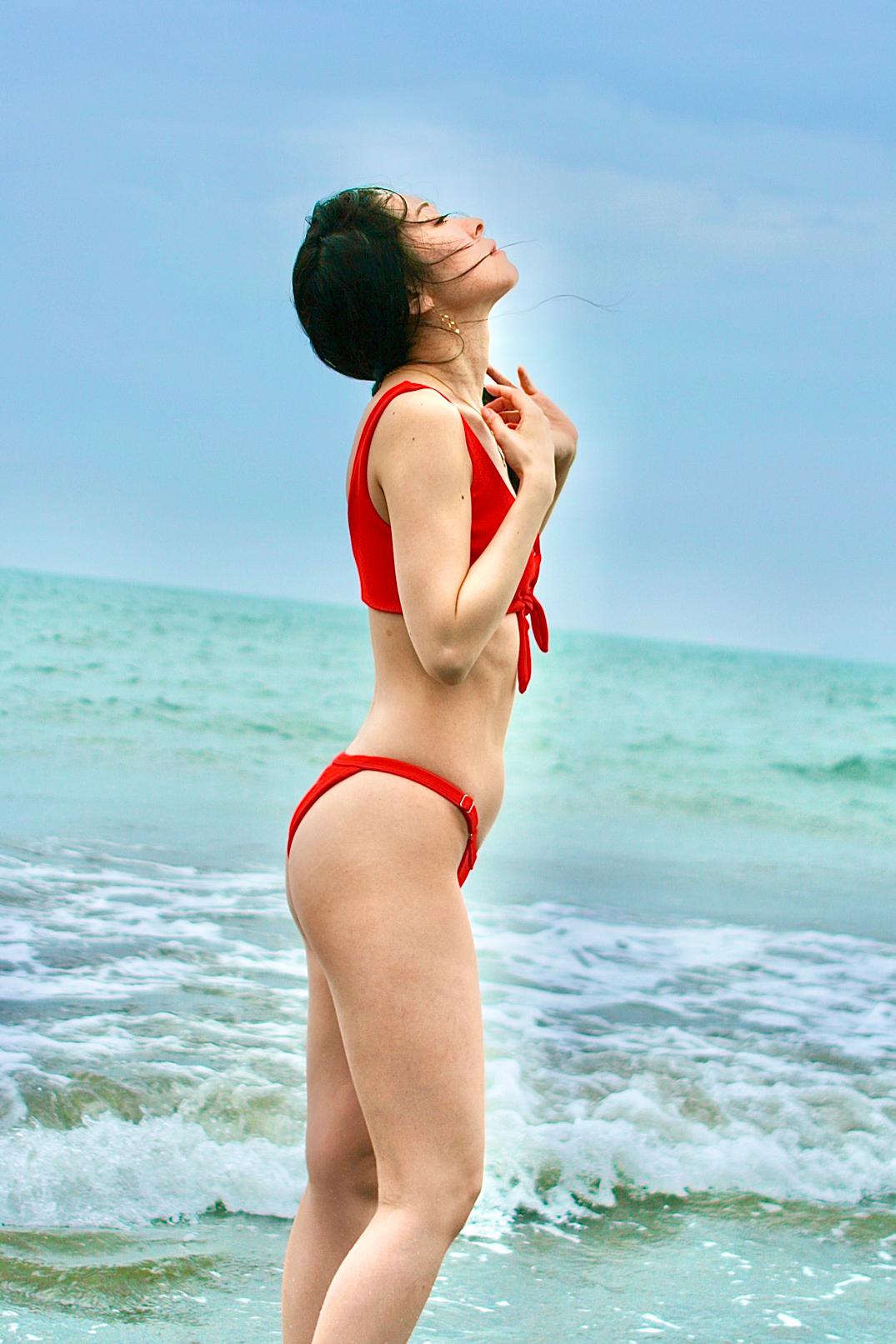 [ アザーカット写真展 ] ボノボガールズカレンダー2021<8月>