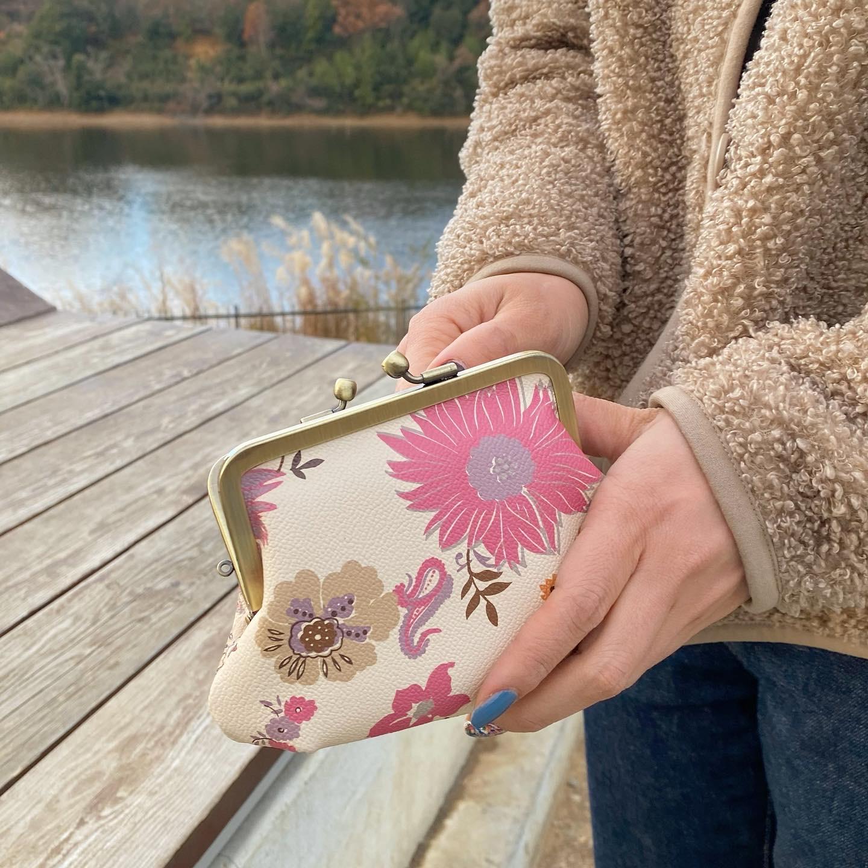 小銭を入れてお散歩へ🌼🧡がま口財布👛