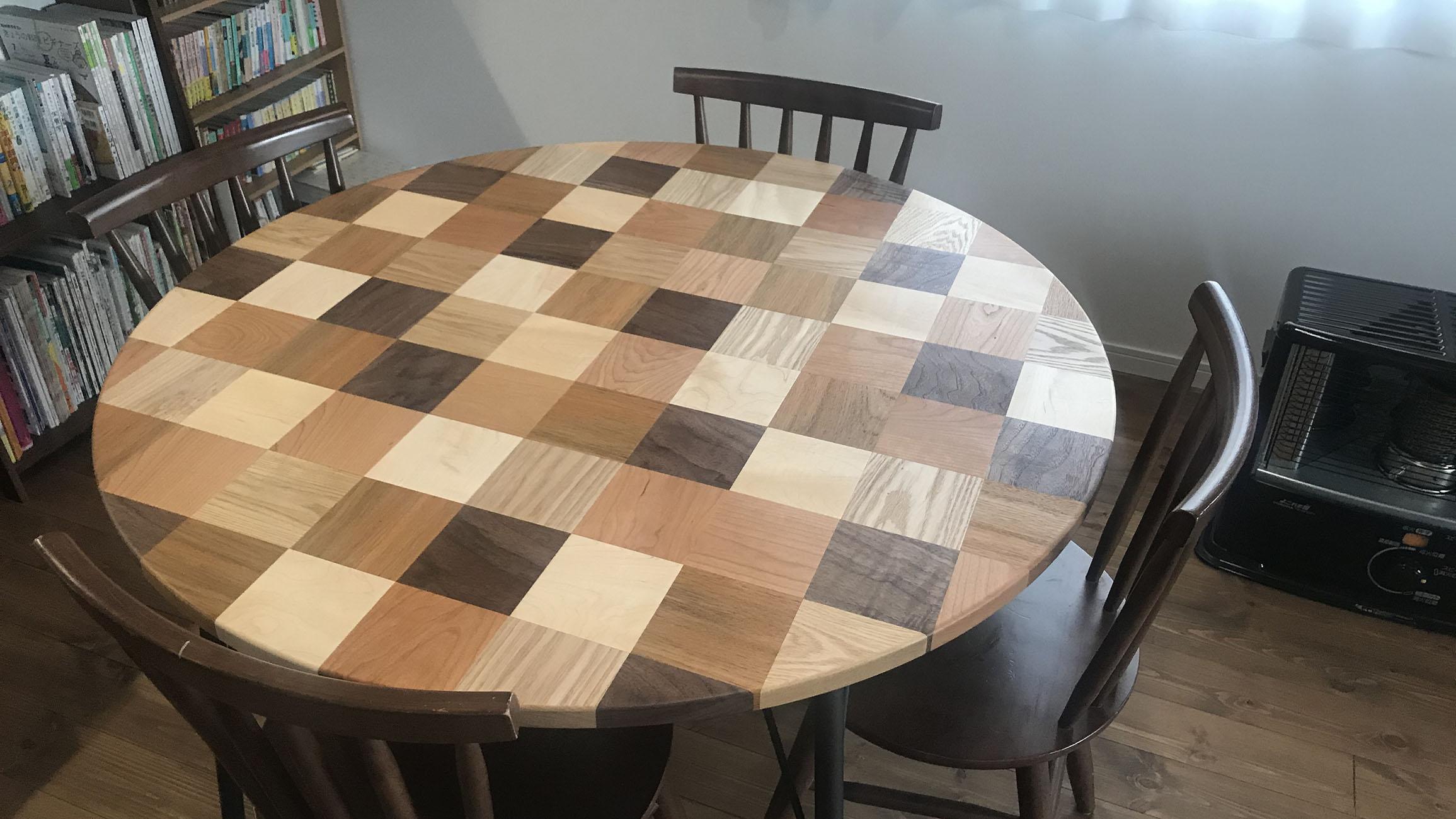 モザイク寄木の丸テーブル