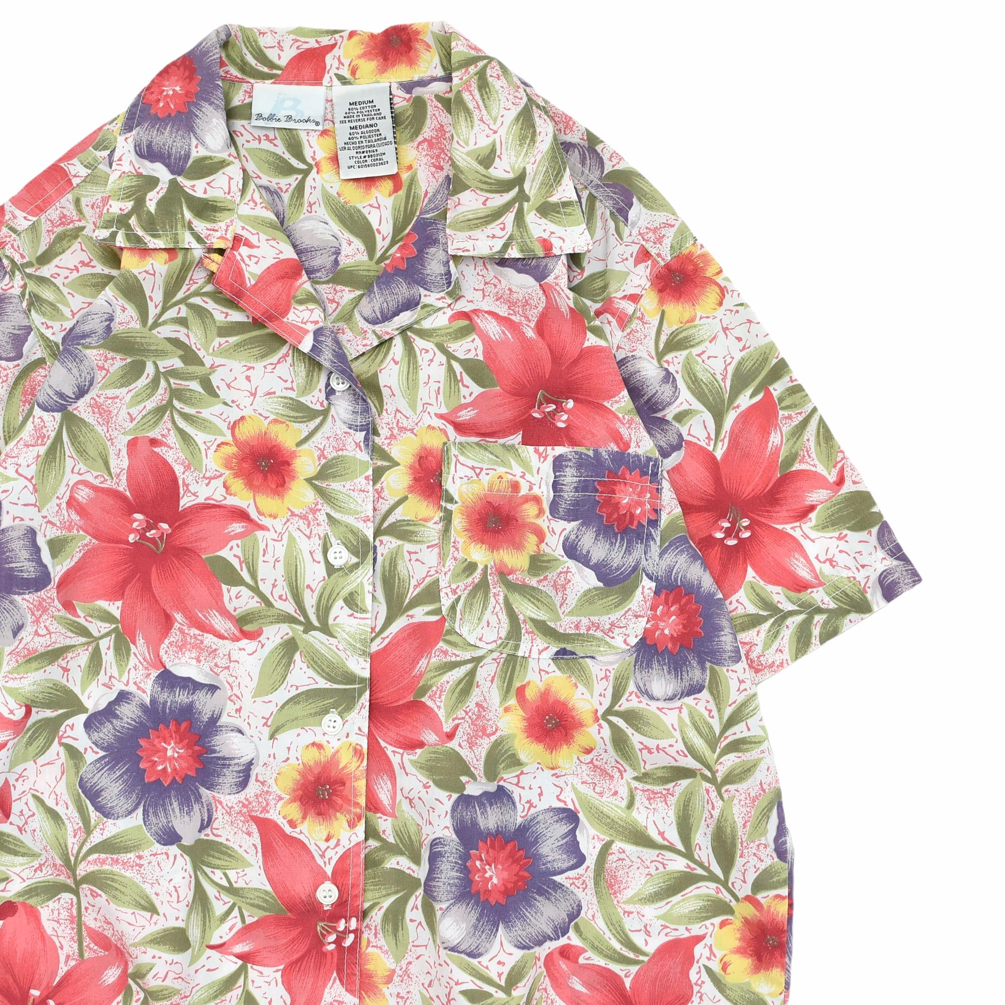 夏のマストアイテムは開襟シャツで決まり✨オープカラーで開放的なコーデが◎