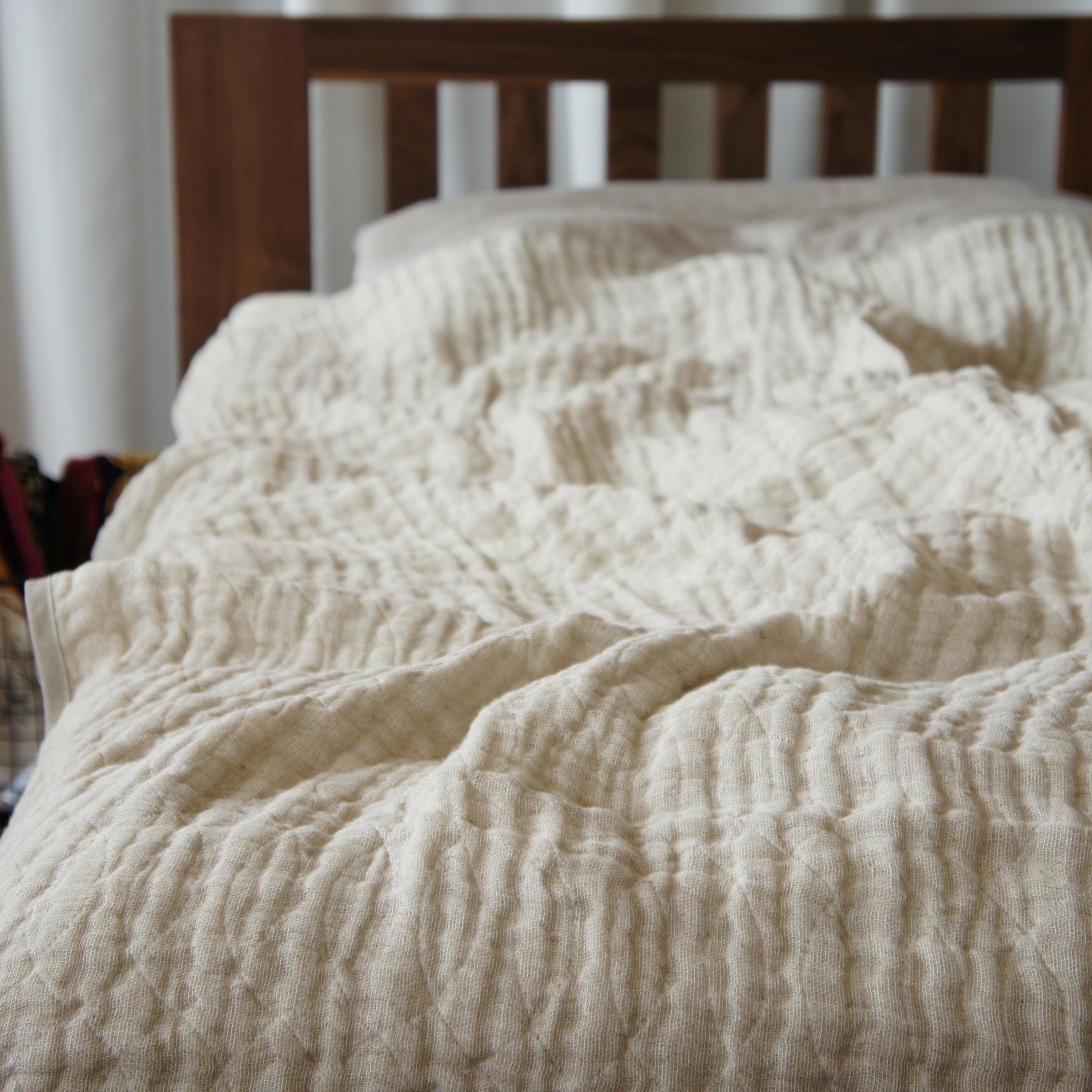暑い夏でも快眠!驚くほど軽くて涼しいリネン五重ガーゼケットがあなたの睡眠を変える!