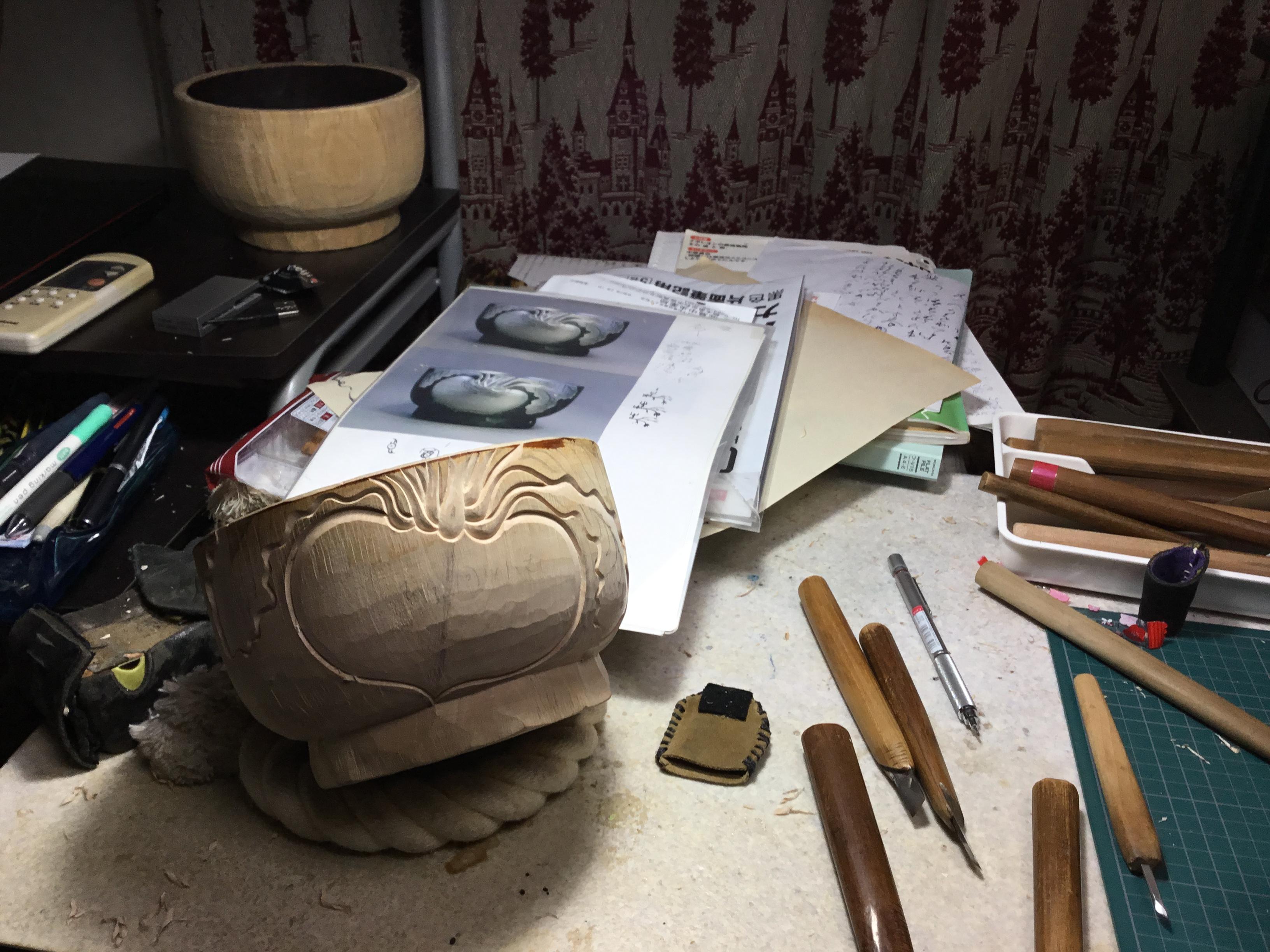 蕪紋彫大椀制作中